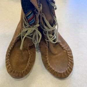 Minnetonka moccasins ankle boots size 6 brown